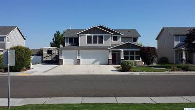 Pasco Single Family Home For Sale: 4817 Laredo Drive