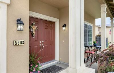 Pasco Single Family Home For Sale: 5808 Pimlico Dr.