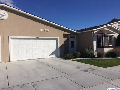 Kennewick Condo/Townhouse For Sale: 121 S Tweedt Pl