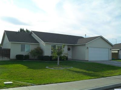 Pasco Single Family Home For Sale: 5516 Cleveland Ln