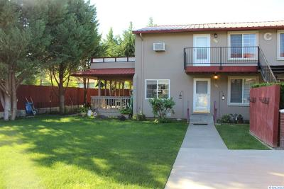 West Richland Condo/Townhouse For Sale: 526 S 40th Ave. C-208