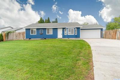 West Richland Single Family Home For Sale: 4852 Peony St