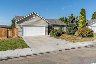 Pasco Single Family Home For Sale: 8703 Lancaster Dr