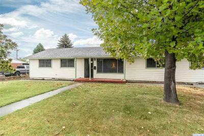 Kennewick Single Family Home For Sale: 411 S Dennis Place