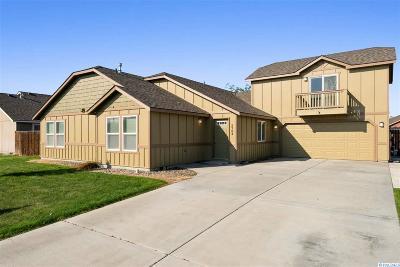Pasco Single Family Home For Sale: 5704 Robert Wayne Drive