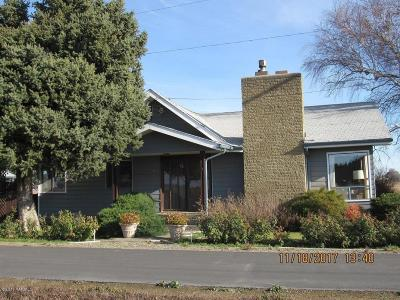 Wapato Single Family Home For Sale: 10043 Fort Rd