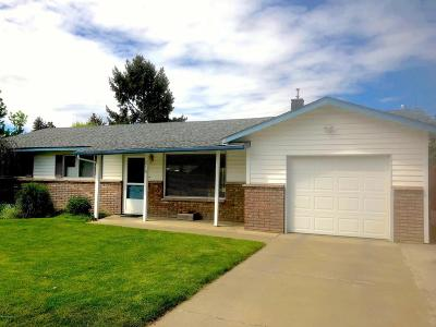 Yakima Single Family Home Contingent: 214 S 63rd Ave