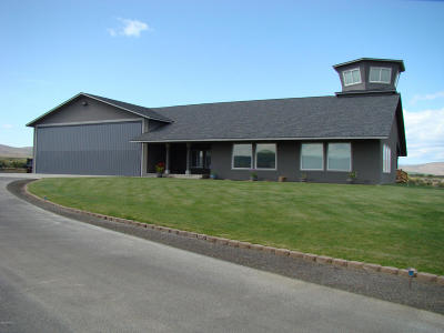 Yakima Single Family Home For Sale: 811 Runway Ln