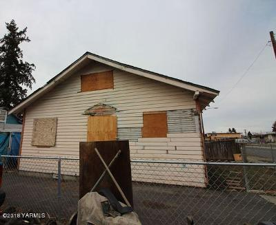 Yakima Multi Family Home For Sale: 1108 Fairbanks Ave