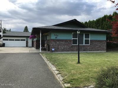 Yakima Single Family Home For Sale: 104 N 85th Ave