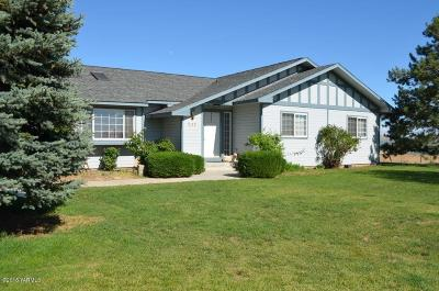 Yakima Single Family Home For Sale: 211 Hi Valley View St