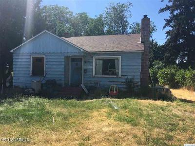 Yakima Single Family Home Contingent: 1122 S 16th Ave