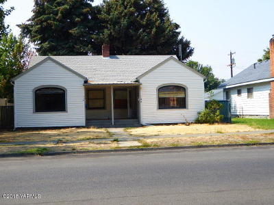 Yakima Single Family Home Contingent: 110 N 8th St