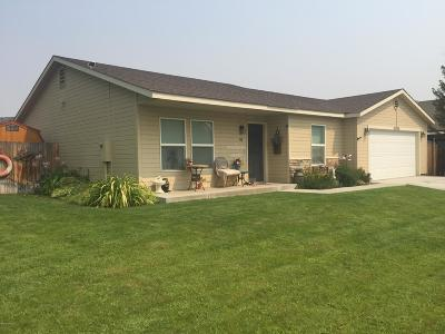 Zillah Single Family Home For Sale: 901 Third Ave