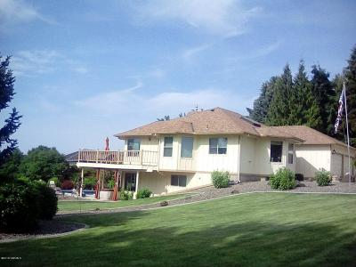 Yakima Single Family Home For Sale: 308 N 76th Ave