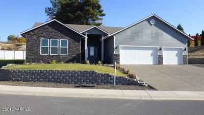 Yakima Single Family Home For Sale: 619 N 72nd Ave