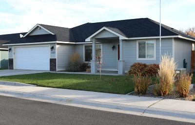 Yakima Single Family Home Contingent: 2207 S 59th Ave