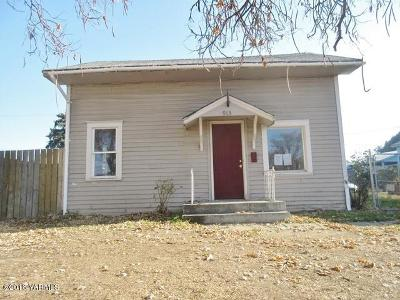 Yakima Single Family Home Contingent: 913 S 5th Ave