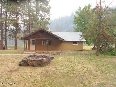 Yakima Single Family Home Contingent: 6960 N Fork Rd