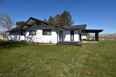 Harrah Single Family Home For Sale: 801 Hinman Rd