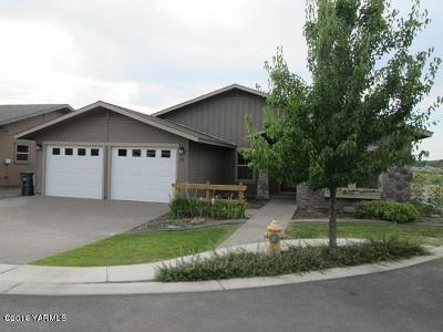 Zillah Single Family Home For Sale: 705 Merwin Ct