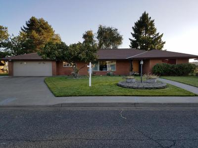 Wapato Single Family Home For Sale: 315 Southpark Dr