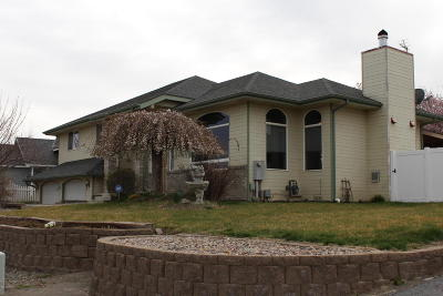 Zillah Single Family Home For Sale: 1114 Reo Dr
