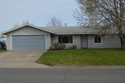 Zillah Single Family Home For Sale: 611 3rd Ave