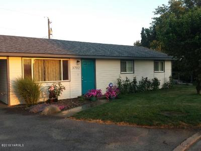 Yakima Single Family Home Contingent: 3702 Parkway Pl