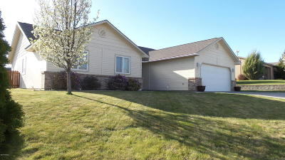 Zillah Single Family Home For Sale: 404 Concord Ln