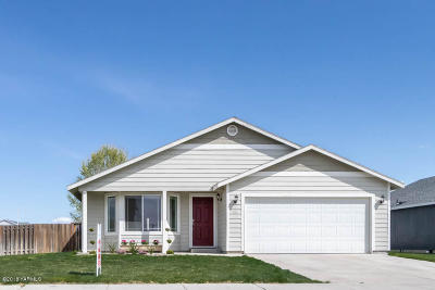 Yakima County Single Family Home For Sale: 113 N Centennial St