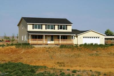 Selah Single Family Home Ctg Release Clause: 8273 N Wenas Rd