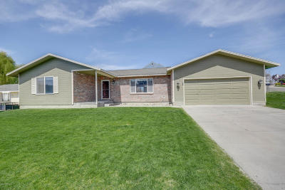 Zillah Single Family Home For Sale: 407 Glenwood Dr