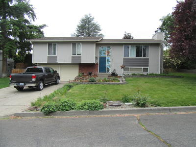 Yakima Single Family Home For Sale: 826 Carriage Hill Dr