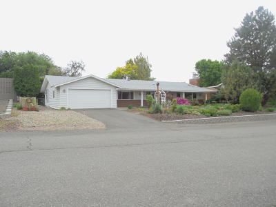Yakima County Single Family Home For Sale: 5302 Crest Dr