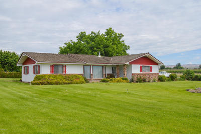 Zillah Single Family Home For Sale: 11141 Yakima Valley Hwy