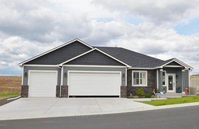 Selah Single Family Home For Sale: 1586 Valhalla Lp