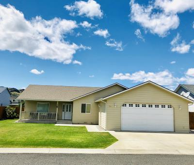Naches Single Family Home Contingent: 104 Cherry Ln