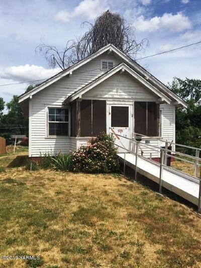 Yakima Single Family Home Contingent: 1805 Greenway Ave