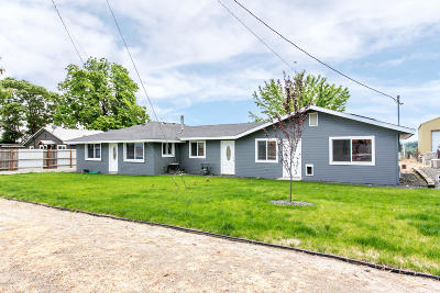 Zillah Single Family Home For Sale: 206 First Ave