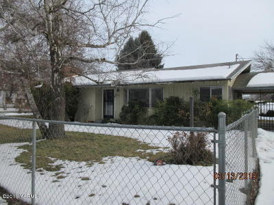 Yakima Single Family Home For Sale: 614 W Viola Ave