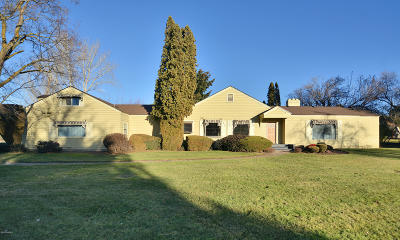 Yakima Single Family Home For Sale: 108 Roza Vista Dr