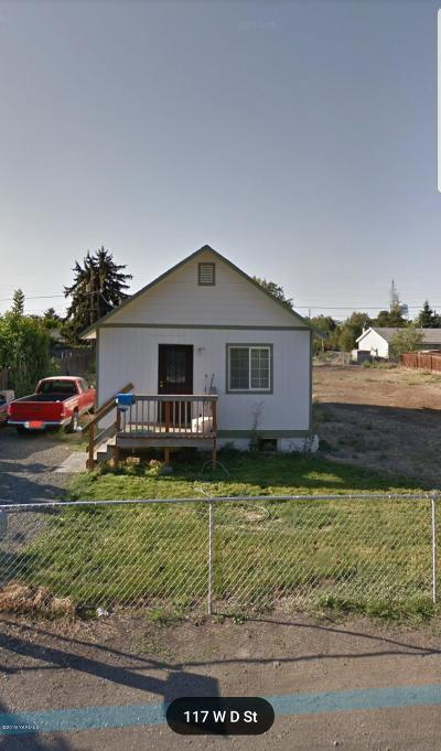Wapato Single Family Home For Sale: 117 W D St