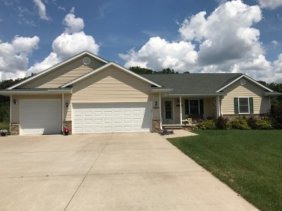 Stevens Point Single Family Home Active - With Offer: 2300 Falcons Cove