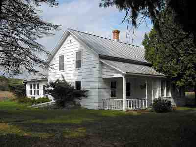 Iola Single Family Home Active - With Offer: N8727 County Road J