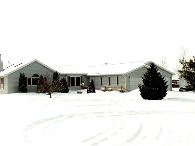 Merrill Single Family Home Active - With Offer: W2549 Violet Lane