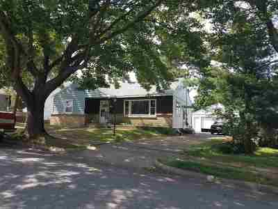Wausau Single Family Home For Sale: 910 Hillcrest Avenue