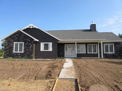 Plover Single Family Home Active - With Offer: 550 Silverleaf Court