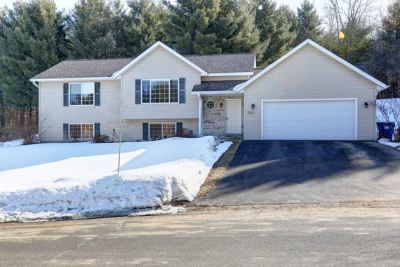 Wausau Single Family Home Active - With Offer: 2164 Meadowbrook Way