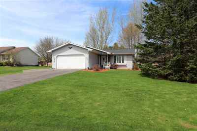 Weston Single Family Home Active - With Offer: 2312 Ryanwood Avenue